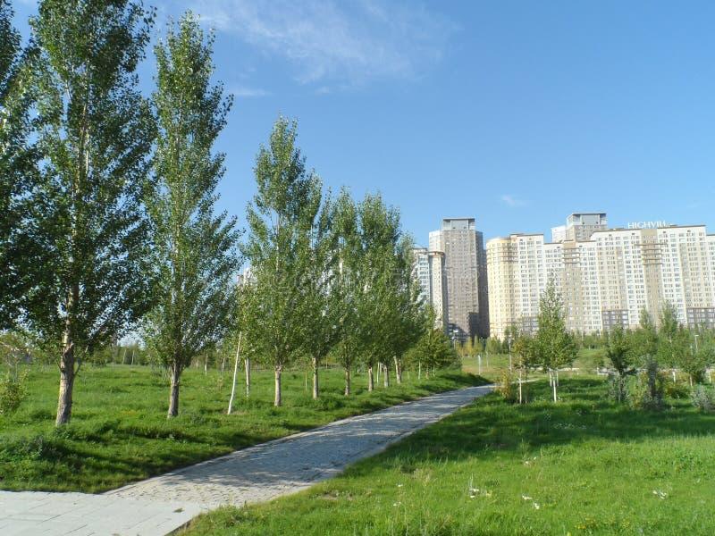 Πάρκο και κατοικημένα κτήρια στοκ εικόνες