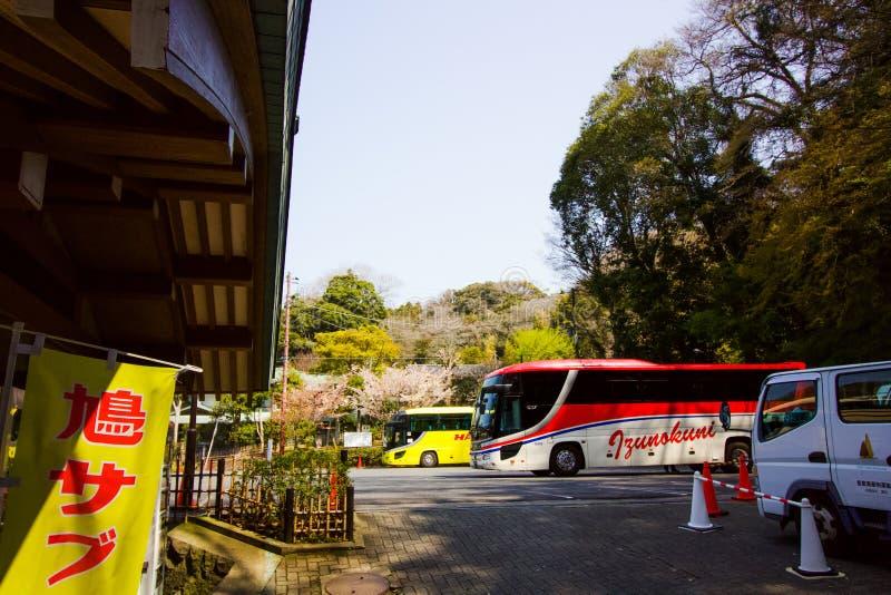 Πάρκο λεωφορείων, λεωφορεία που περιμένει τον τουρίστα για να ταξιδεψει στον επόμενο προορισμό στοκ εικόνες