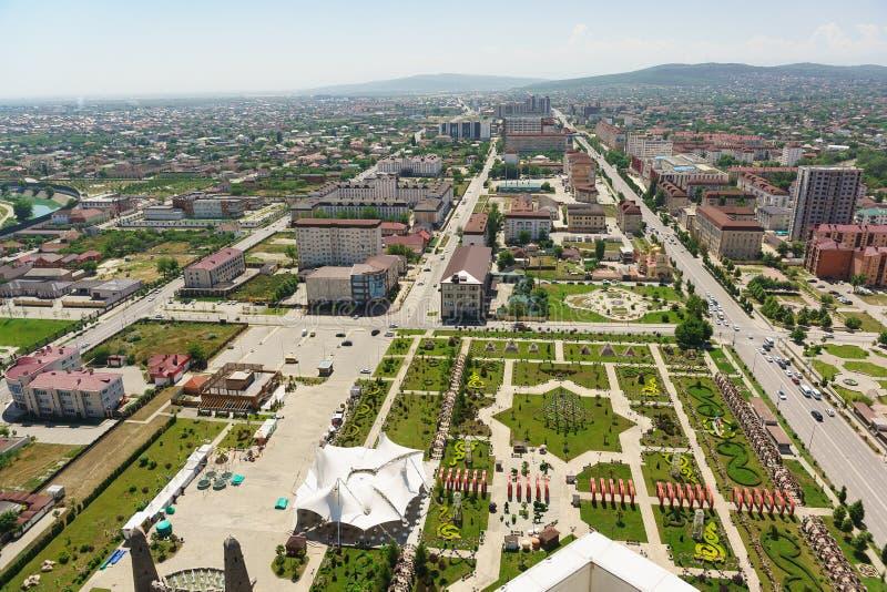 Πάρκο λουλουδιών, τσετσένιο κρατικό πανεπιστήμιο, Υπουργείο κατασκευής και κατοικίας και κοινοτικές υπηρεσίες της τσετσένιας Δημο στοκ εικόνα με δικαίωμα ελεύθερης χρήσης