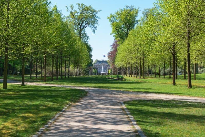 Πάρκο πίσω από το παλάτι τουαλετών στοκ φωτογραφία