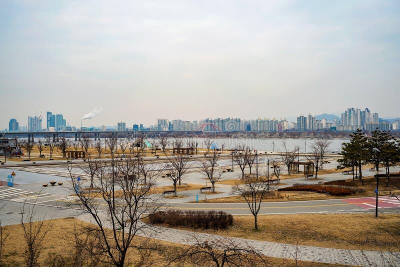 Πάρκο ποταμών Hangang μια νεφελώδη ημέρα το χειμώνα στοκ εικόνες