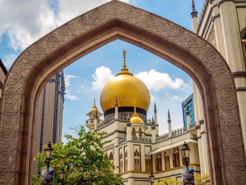 Πάροδος Haji, Σιγκαπούρη στις 26 Νοεμβρίου 2018  Κύρια άποψη του σουλτάνου Masjid Muscat στην οδό στο Kampong Glam Μουσουλμανικό  στοκ φωτογραφία με δικαίωμα ελεύθερης χρήσης