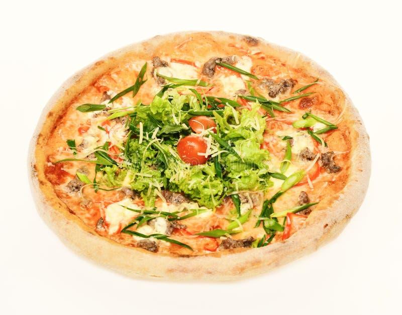 Πάρτε μαζί τα τρόφιμα με τις τραγανές άκρες Πικάντικη πίτσα με τη σαλάτα στοκ φωτογραφία