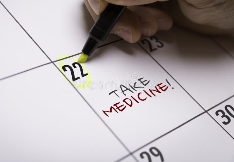 Πάρτε την ιατρική σε μια εννοιολογική εικόνα στοκ εικόνες