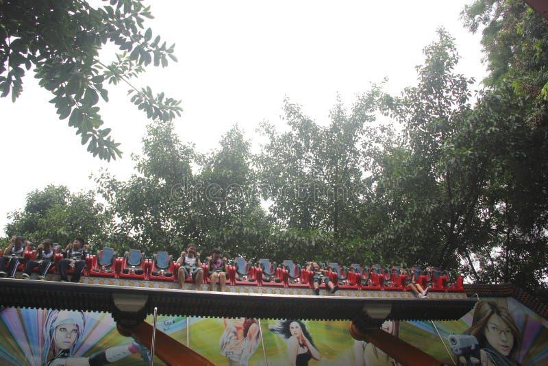 Πάρτε την τέλεια θύελλα των τουριστών στο έδαφος ευχαρίστησης στο ΠΆΡΚΟ SHENZHEN ZHONGSHAN στοκ εικόνα