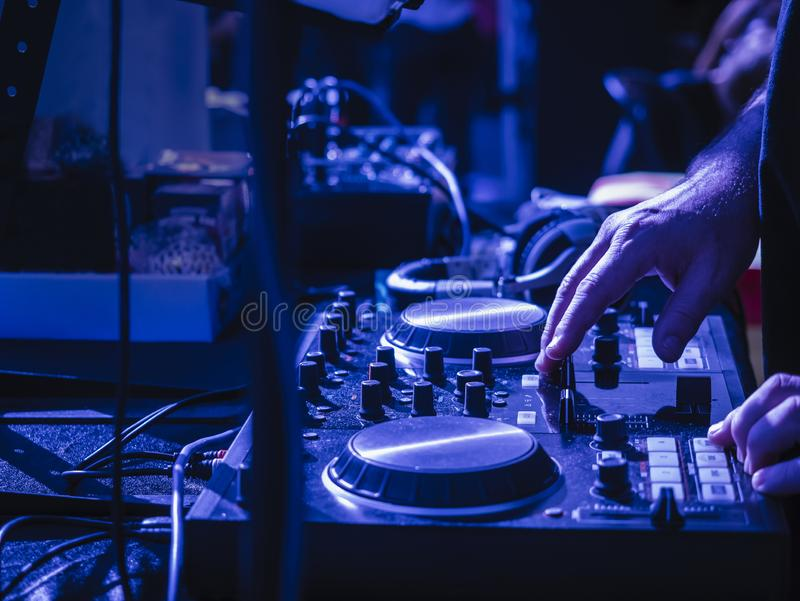 Πάρτι DJ Turntables Mixer Music entertainment Event Pub night life στοκ φωτογραφία