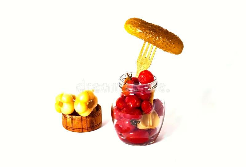 Πάστωσε τις μικρές ντομάτες με το σκόρδο στο βάζο γυαλιού και κονσερβοποίησε το αγγούρι στο ξύλινο δίκρανο Ζυμωνομμένα τρόφιμα cl στοκ φωτογραφία με δικαίωμα ελεύθερης χρήσης