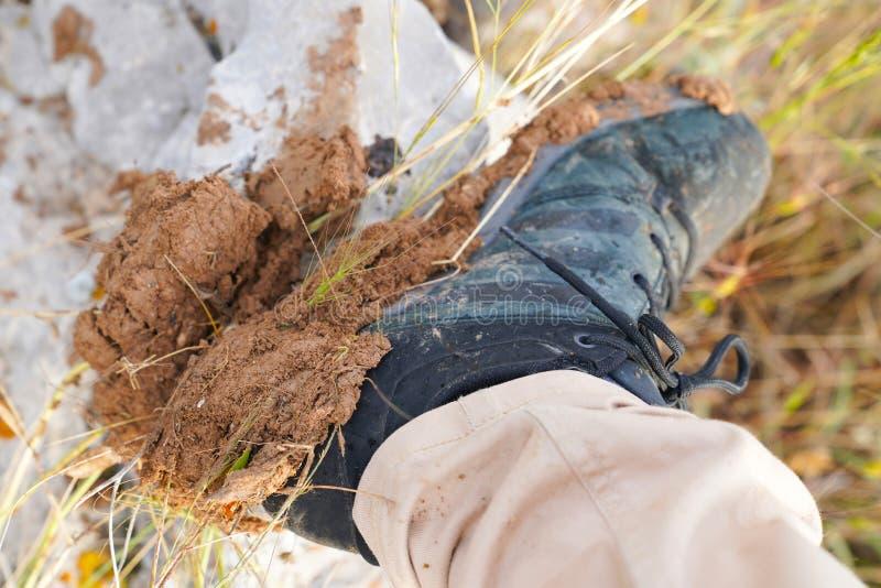 Πέλματα του συνόλου παπουτσιών κατάρτισης της λάσπης από έναν οδοιπόρο στοκ φωτογραφία με δικαίωμα ελεύθερης χρήσης