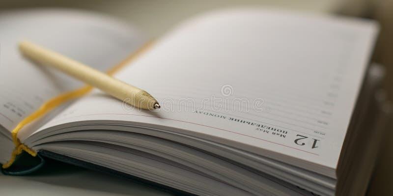 Πέννα και σημειωματάριο στοκ εικόνες