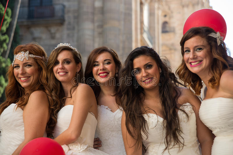 Πέντε γυναίκες έντυσαν ως νύφες στοκ εικόνες με δικαίωμα ελεύθερης χρήσης