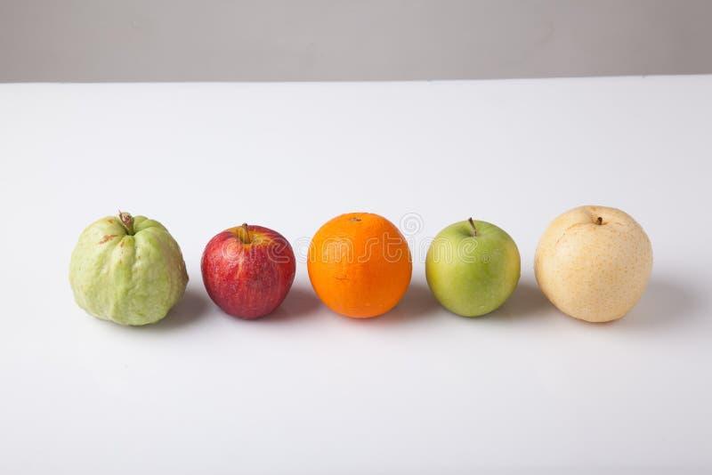 Πέντε φρούτα, πορτοκάλι γκοϋαβών, redapple, πράσινο κινεζικό αχλάδι μήλων, στοκ εικόνα