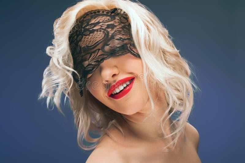 πέπλο Δαντέλλα Αναδρομικό πορτρέτο γυναικών στοκ εικόνες