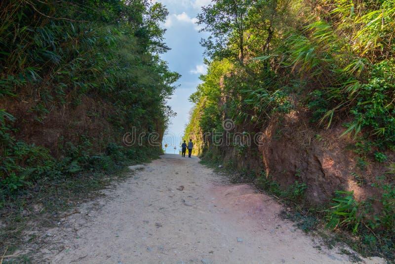 Πέρασμα ταϊλανδικών και δρόμων του Μιανμάρ αποκαλούμενο σύνορα mittraphap στο kanchanaburi στοκ εικόνες