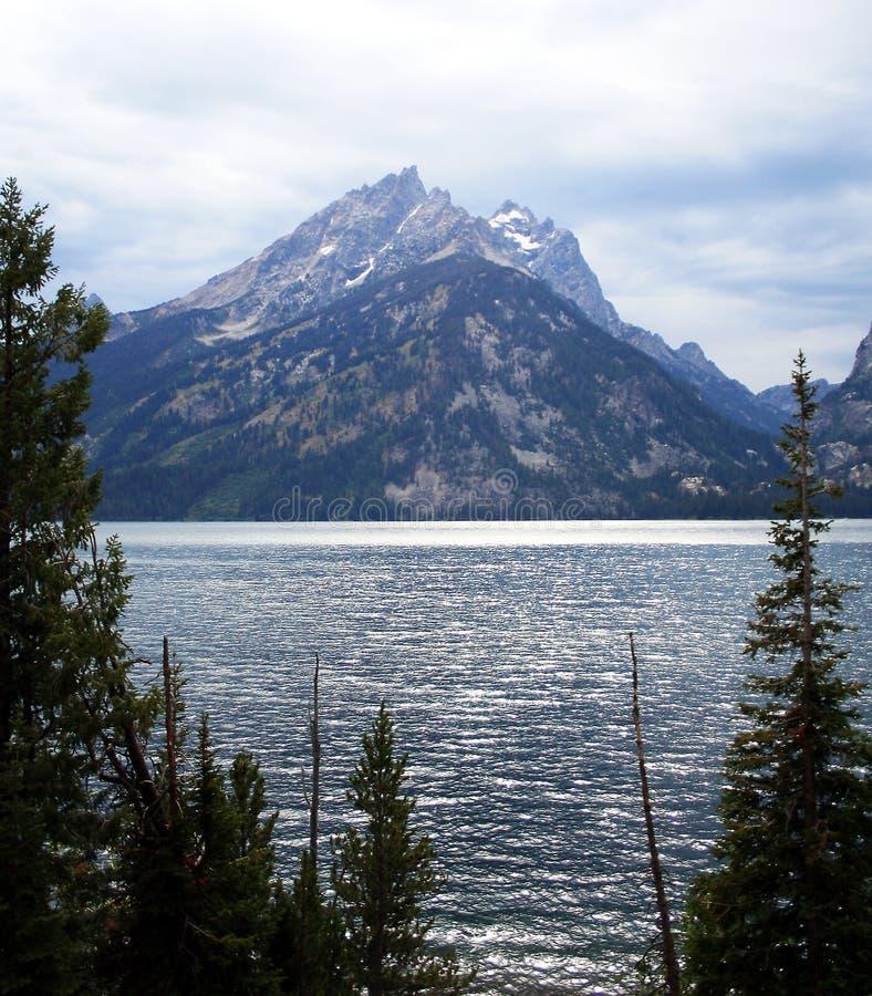πέρα από τη λίμνη της Jenny στοκ φωτογραφίες
