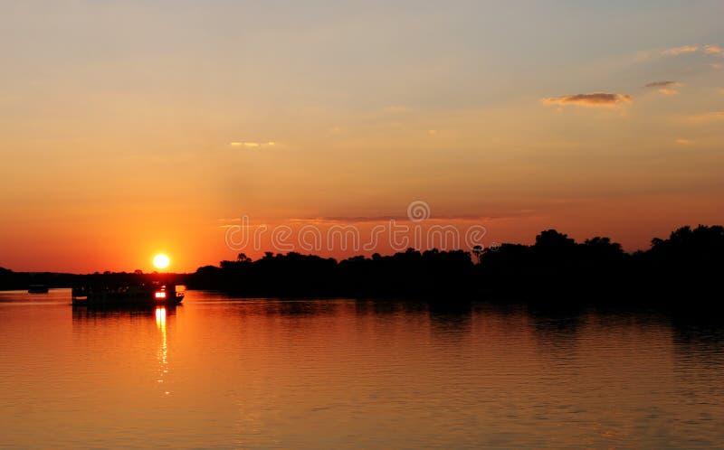 πέρα από το ηλιοβασίλεμα Ζαμβέζης Ζιμπάπουε ποταμών στοκ εικόνες