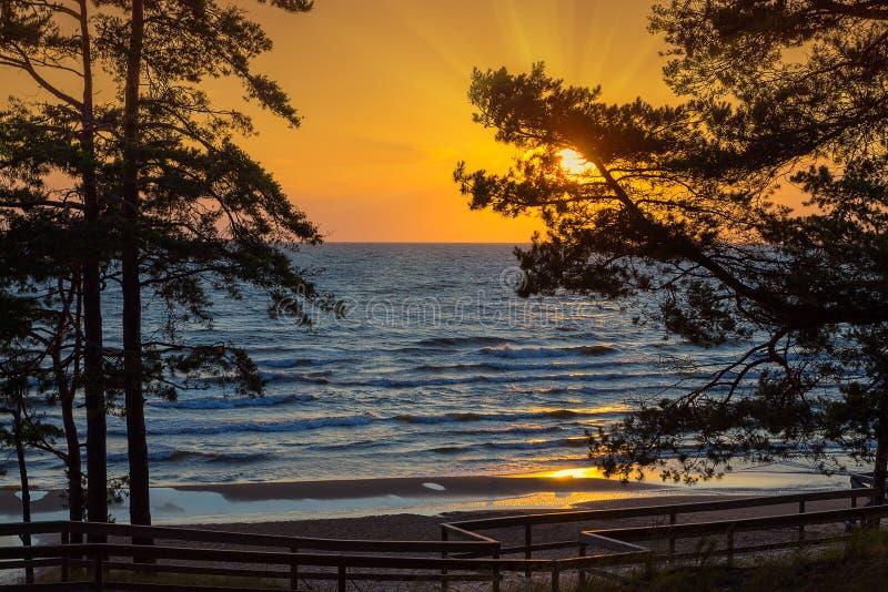 πέρα από το ηλιοβασίλεμα &theta στοκ εικόνα με δικαίωμα ελεύθερης χρήσης