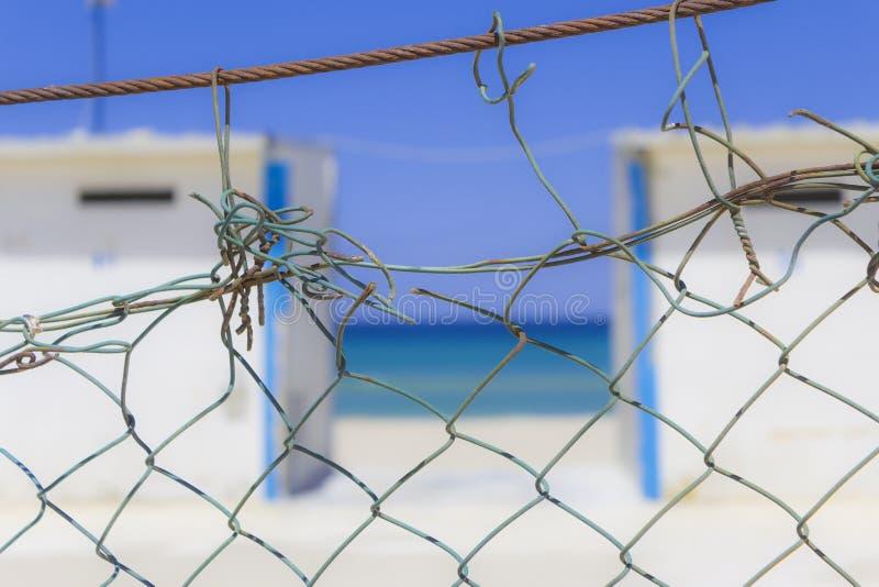 Πέρα από το φράκτη στοκ φωτογραφία με δικαίωμα ελεύθερης χρήσης