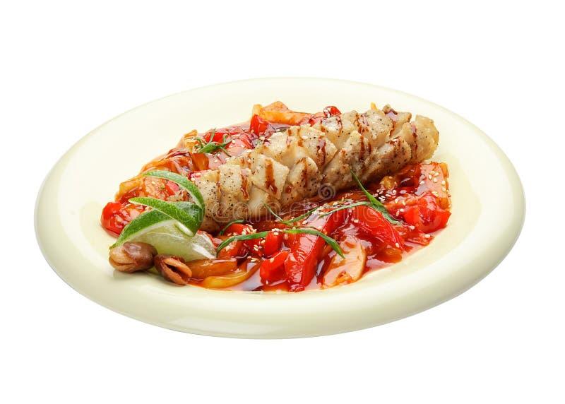 Πέρκα λούτσων με τα λαχανικά στη γλυκόπικρη σάλτσα E στοκ εικόνες