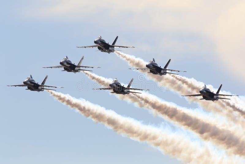 Πέταγμα σχηματισμού αμερικανικού μπλε ναυτικό αγγέλου στοκ εικόνες