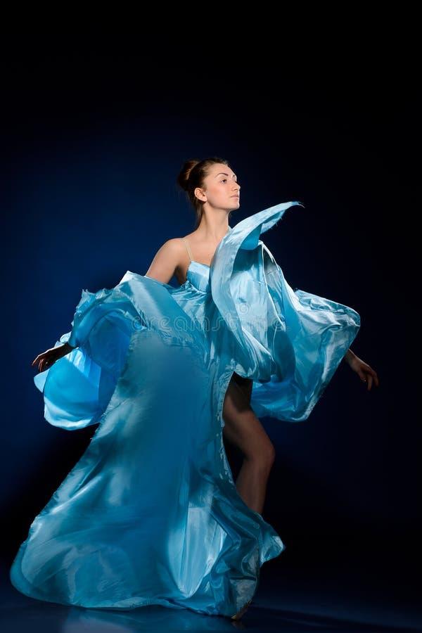 Πέταγμα φορεμάτων Ballerina στοκ φωτογραφία με δικαίωμα ελεύθερης χρήσης