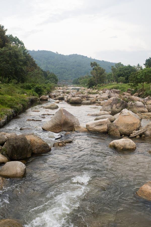 Πέτρα και βουνό ποταμών στοκ εικόνες με δικαίωμα ελεύθερης χρήσης
