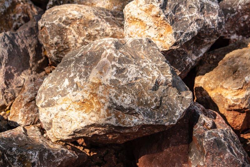 Πέτρες για την κατασκευή που χρειάζεται τη δύναμη, όπως ο τοίχος, οικοδόμηση στοκ φωτογραφία με δικαίωμα ελεύθερης χρήσης
