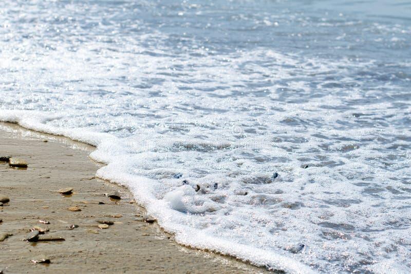 Πέτρες θάλασσας που πλένονται από τα κύματα στοκ φωτογραφίες