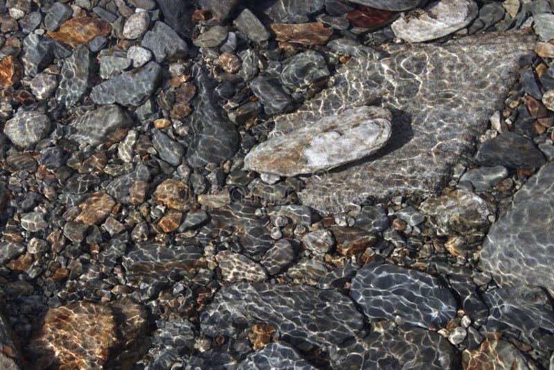 Πέτρες κάτω από το νερό στοκ εικόνα