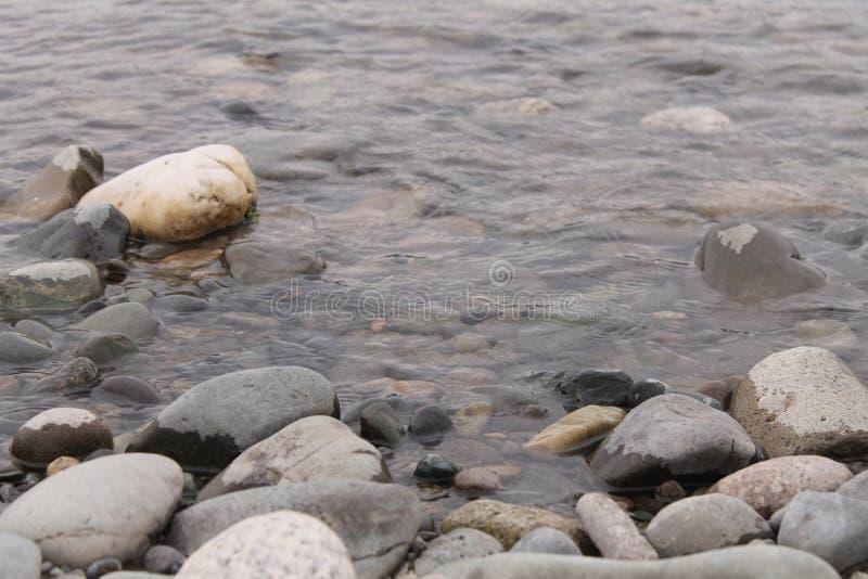 Πέτρες στην ακτή στοκ φωτογραφία με δικαίωμα ελεύθερης χρήσης