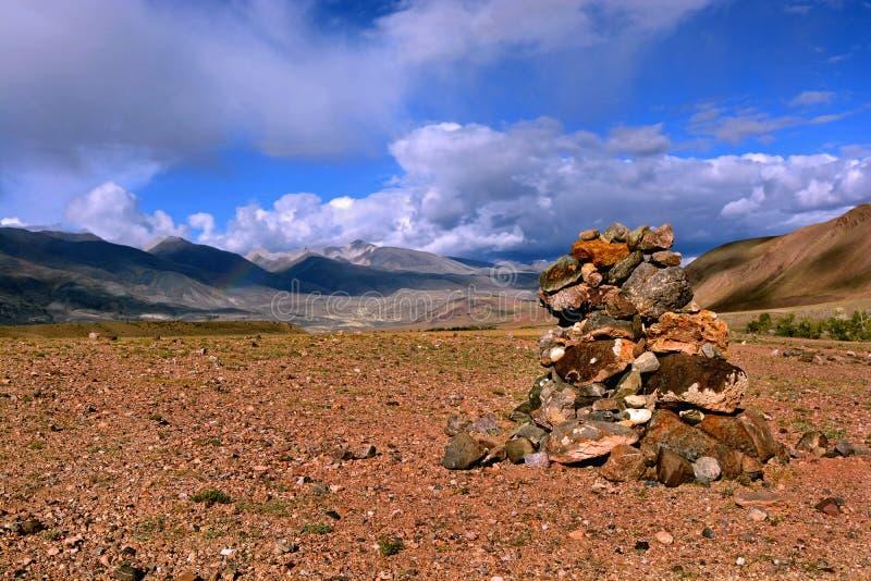 Πέτρες της Zen/πέτρα της Zen στα βουνά για την περισυλλογή στοκ εικόνα