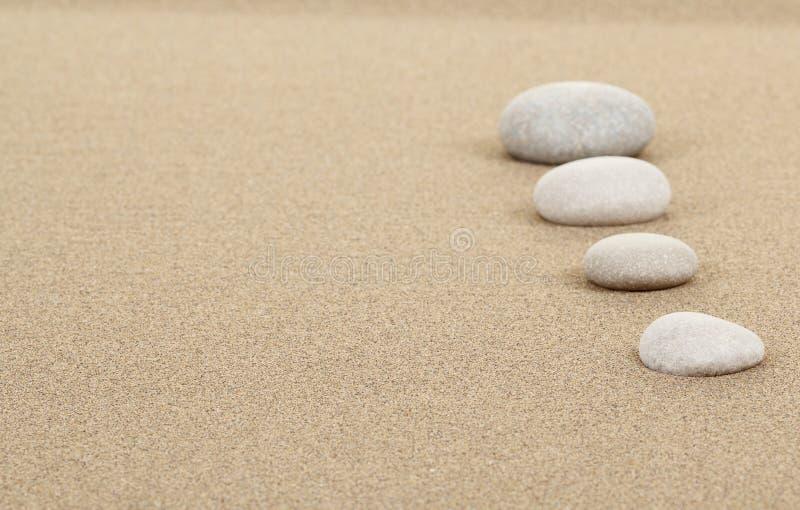 Πέτρες της Zen στην άμμο στοκ εικόνα