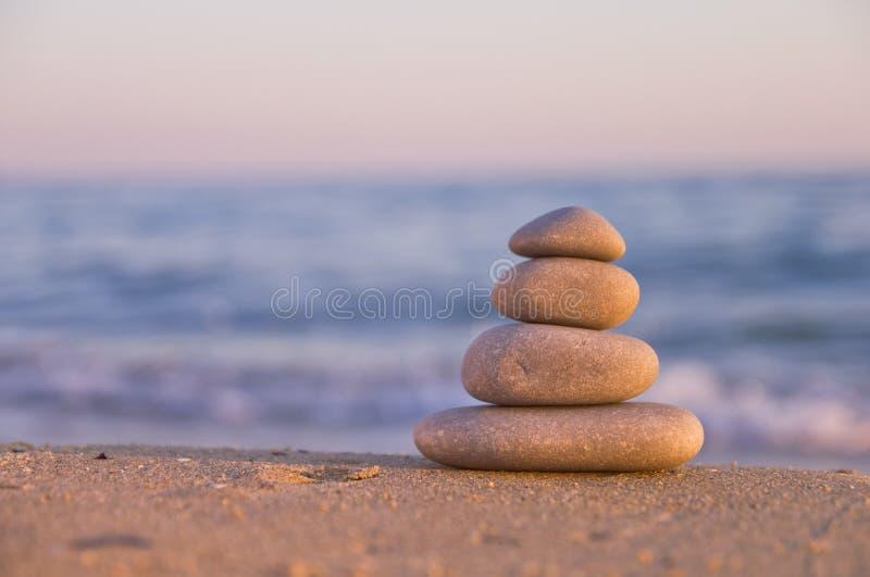Πέτρες της Zen στην παραλία στοκ εικόνα