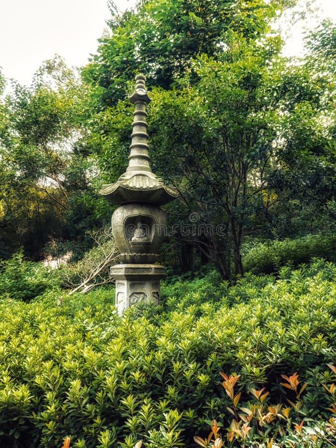 Πέτρινα αγάλματα φαναριών στο Forest Park ναών Lingyin, Hangzhou, επαρχία Zhejiang, Κίνα, Ασία στοκ φωτογραφίες με δικαίωμα ελεύθερης χρήσης