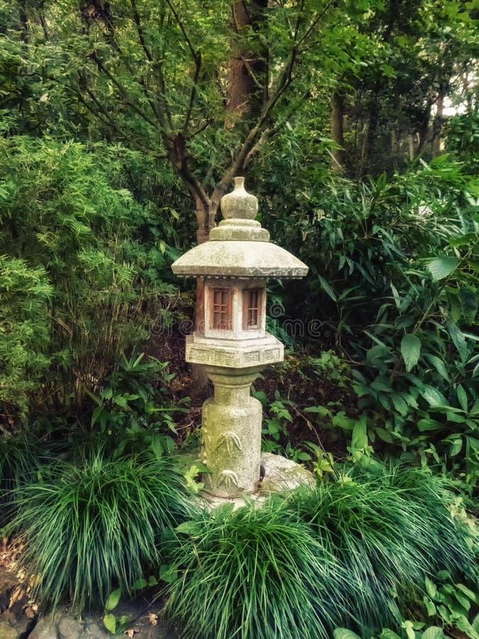 Πέτρινα αγάλματα φαναριών στο Forest Park ναών Lingyin, Hangzhou, επαρχία Zhejiang, Κίνα, Ασία στοκ φωτογραφίες