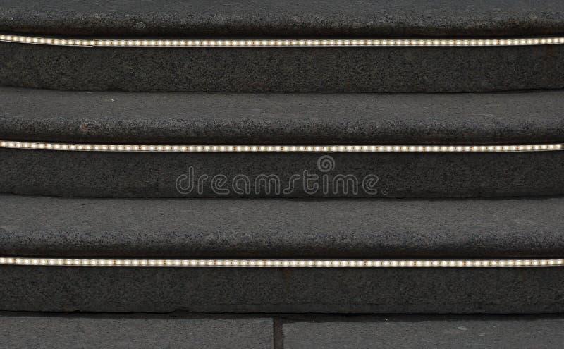 Πέτρινα βήματα με τις φωτεινές λουρίδες στοκ εικόνες με δικαίωμα ελεύθερης χρήσης