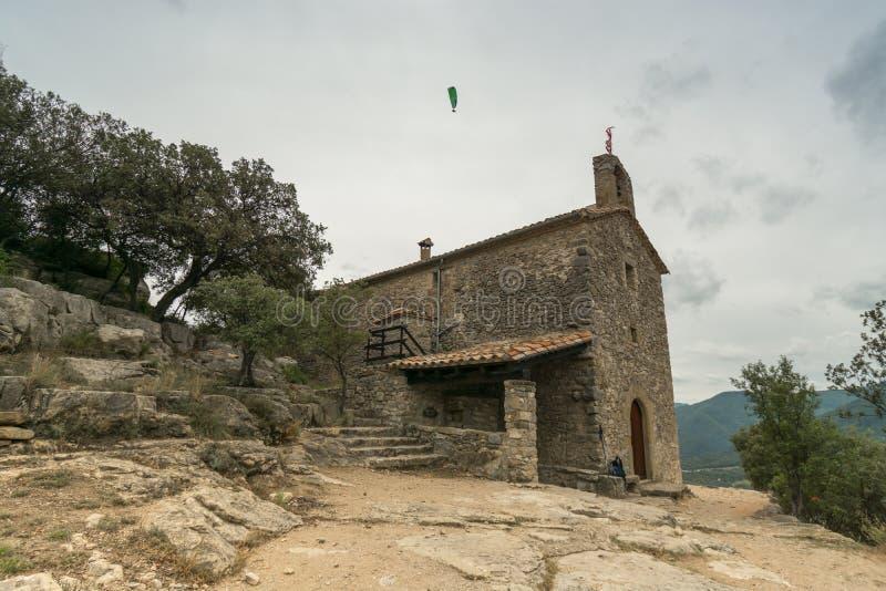 Πέτρινα δέντρα & ανεμόπτερο παρεκκλησιών στοκ φωτογραφίες με δικαίωμα ελεύθερης χρήσης