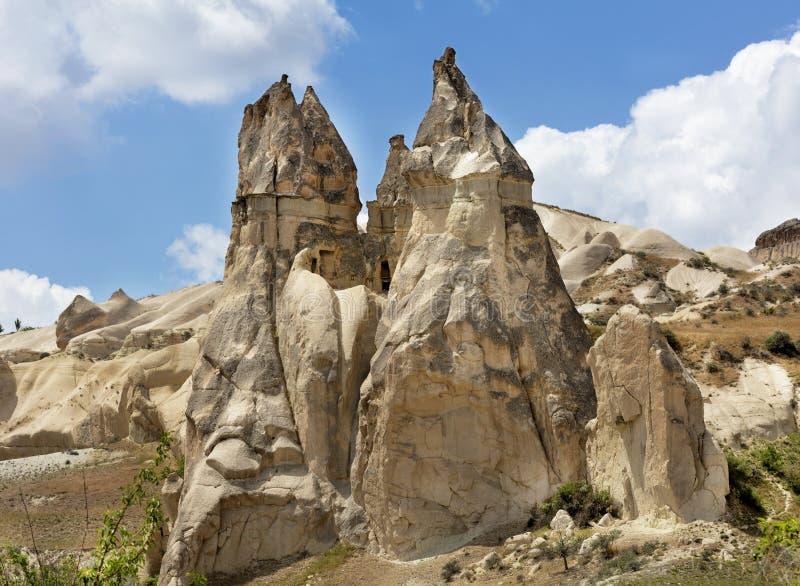 Πέτρινα σπίτια στους αρχαίους βράχους Goreme, Cappadocia, Τουρκία Αγροτικός τρόπος της ζωής στοκ εικόνες