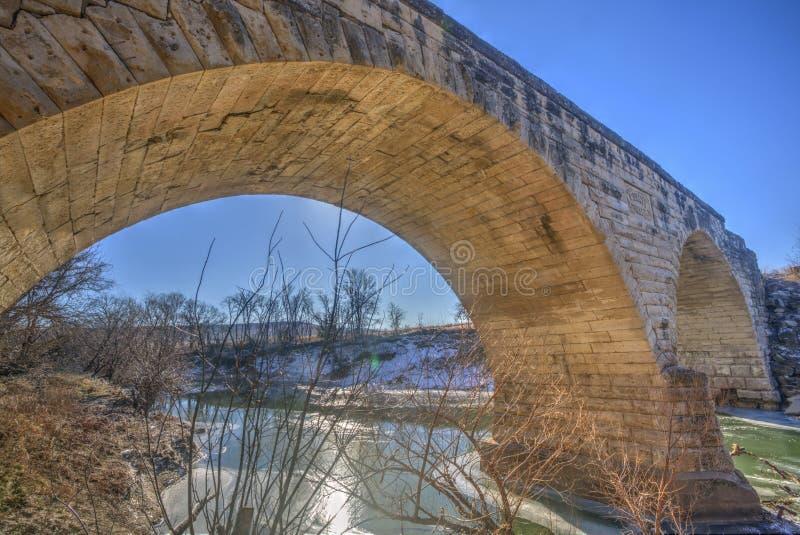 Πέτρινη γέφυρα αψίδων Clements το χειμώνα, Κάνσας στοκ εικόνες