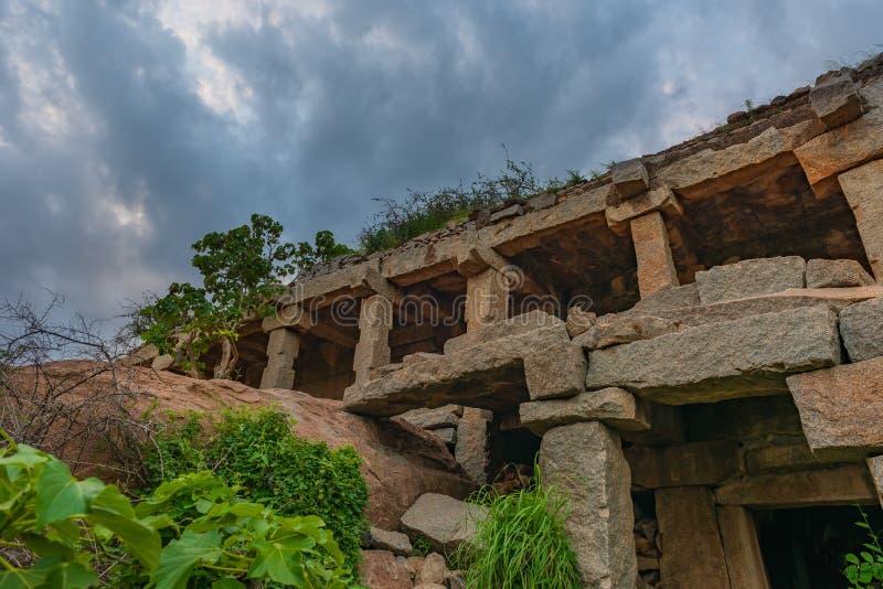 Πέτρινη δομή στις καταστροφές επάνω στο Hill Malyavanta σε Hampi Ινδία στοκ φωτογραφίες με δικαίωμα ελεύθερης χρήσης