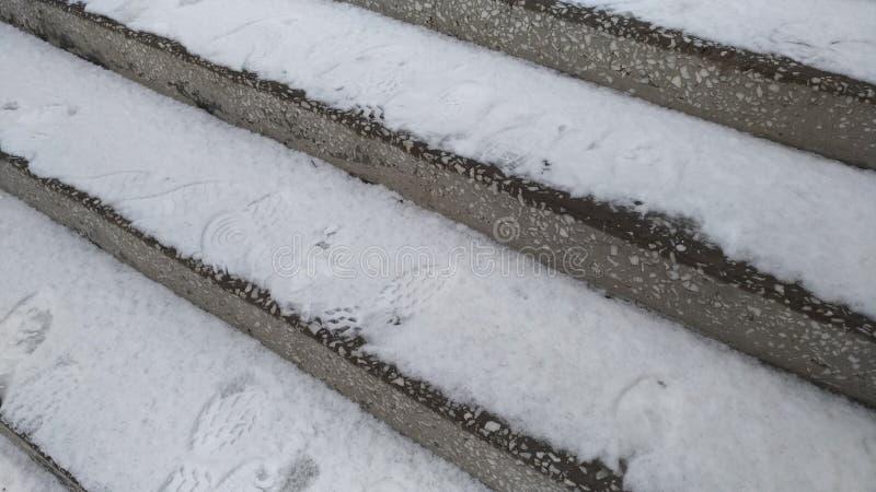 Πέτρινη σκάλα του μαρμάρου/του χιονιού στα βήματα/ στοκ φωτογραφία