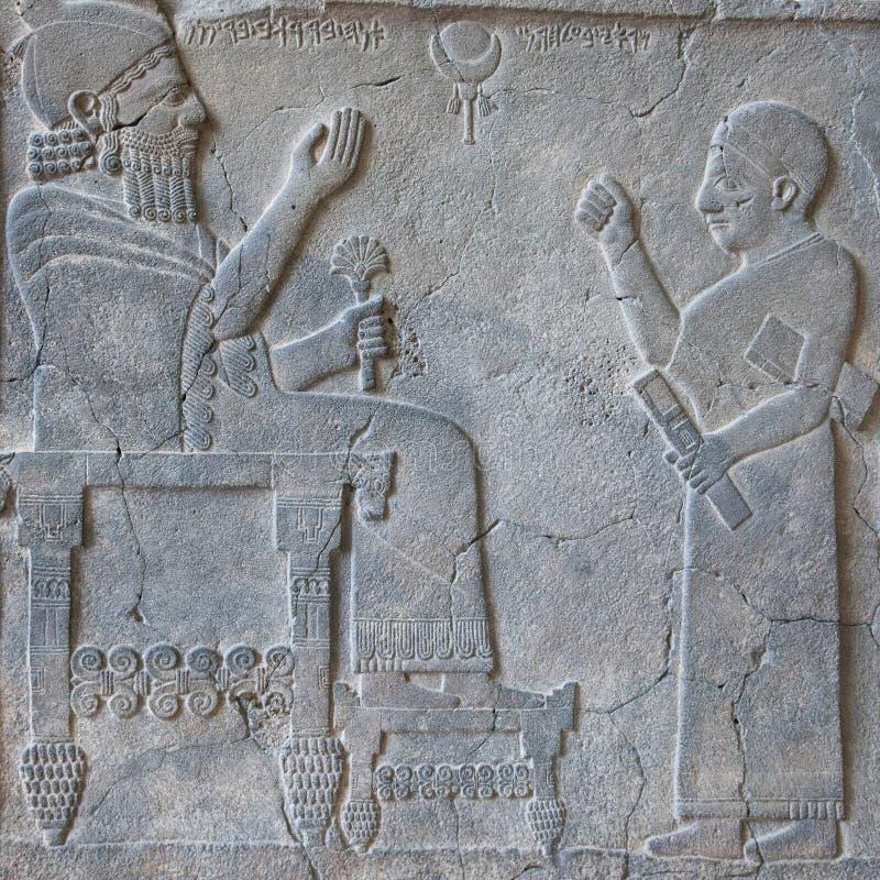 Πέτρινος βασιλιάς Barrakib ανακούφισης και ο γραφέας του στο μουσείο Εγγύς Ανατολής μέσα στοκ εικόνα με δικαίωμα ελεύθερης χρήσης