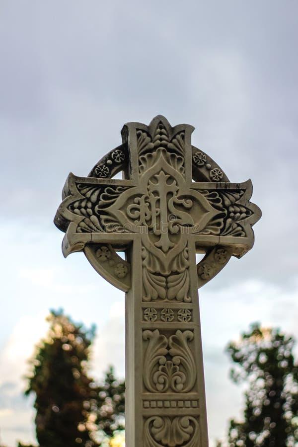 Πέτρινος θρησκευτικός γλυπτός σταυρός στοκ εικόνες με δικαίωμα ελεύθερης χρήσης