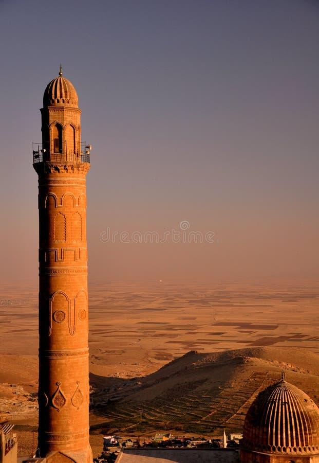 Πέτρινος μακρύς μιναρές του μουσουλμανικού τεμένους σε Mardin στοκ φωτογραφία με δικαίωμα ελεύθερης χρήσης