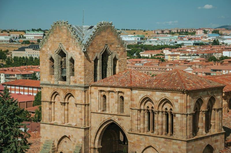 Πέτρινος πύργος κουδουνιών στην εκκλησία EL Viejo τόμων Santo Avila στοκ εικόνες