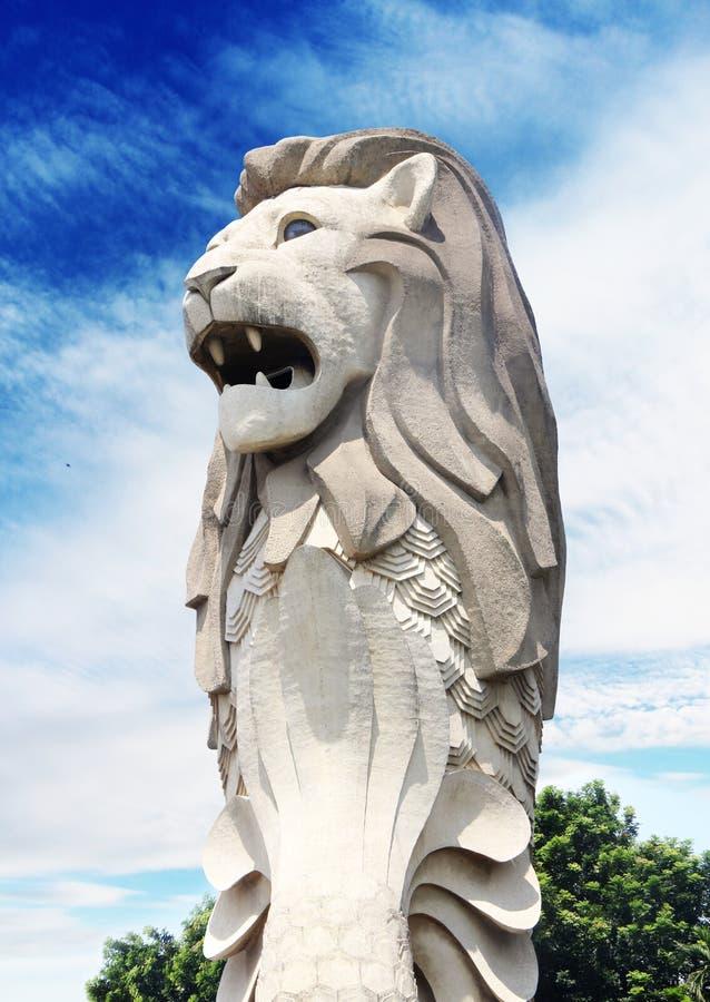 Πέτρινο άγαλμα του Merlion στη Σιγκαπούρη ΣΙΓΚΑΠΟΎΡΗ - Άγαλμα 2.2014 Merlion Μαΐου σε Sentosa στοκ εικόνες