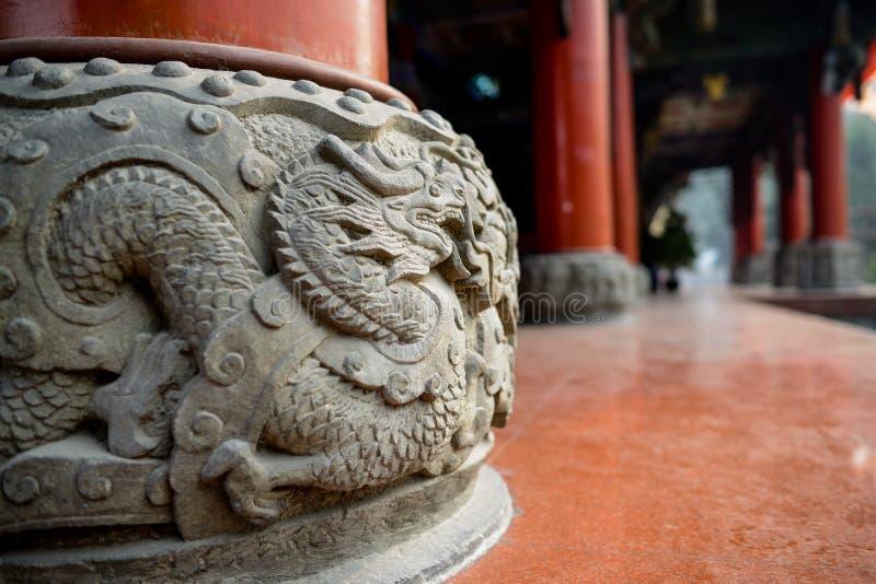 Πέτρινο βάθρο με την ανακούφιση δράκων, Κίνα στοκ εικόνες με δικαίωμα ελεύθερης χρήσης