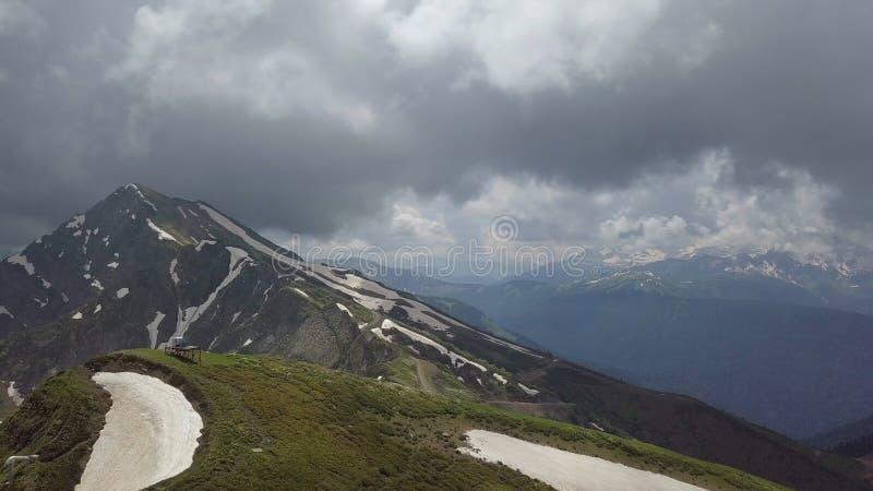Πέτρινο βουνό στυλοβατών, επική άποψη από τον κηφήνα στοκ φωτογραφίες