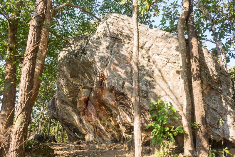 Πέτρινο βράχου απότομων βράχων βουνών Hill ή Pha Ngerp Phayao δικαίωμα ταξιδιού της Ταϊλάνδης έλξης βόρειο στοκ εικόνες