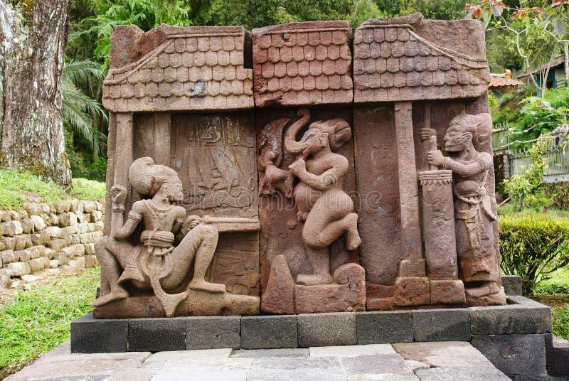 Πέτρινο γλυπτό και ανακούφιση στο ναό Sukuh στοκ εικόνα με δικαίωμα ελεύθερης χρήσης