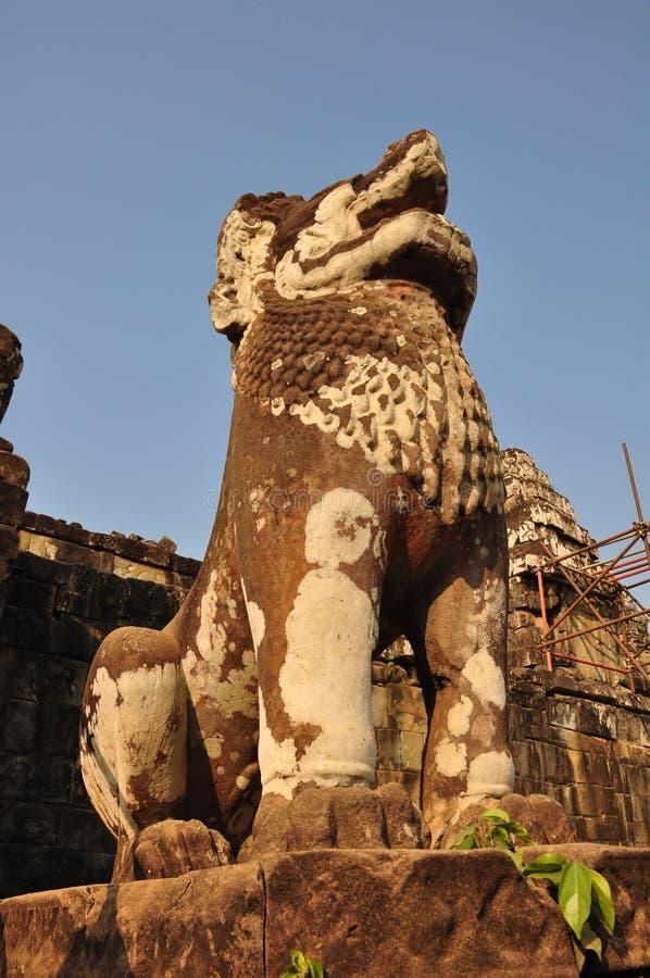 Πέτρινο λιοντάρι του ναού Phnom Bakheng στοκ εικόνες